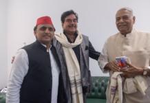 akhilesh-with-baagi-bjp-leaders